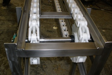 Conveyor for handling trays and crates