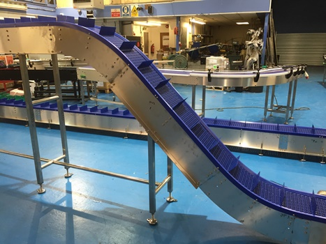 Swan Neck Conveyors with flighted belt