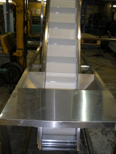 inclined belt conveyor with infeed hopper