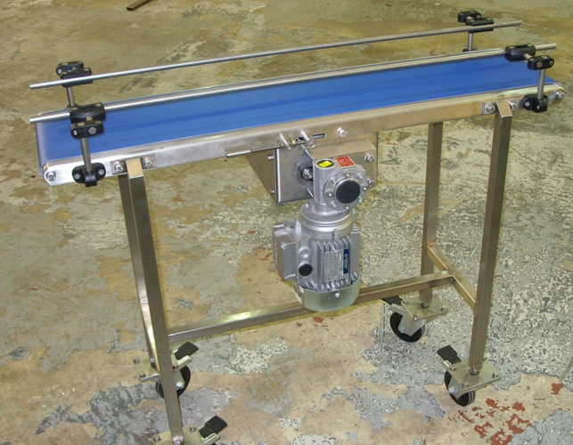portable conveyor on castors