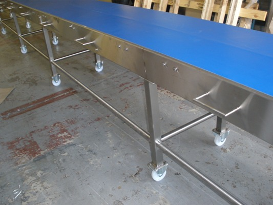 easy move conveyor with handles and castors