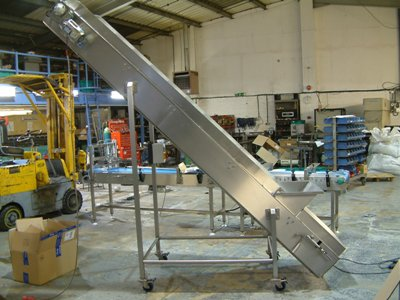 portable conveyor with casters